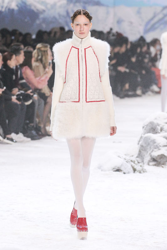 Förbered er på Lederhosen - Moncler Gamme Rouge - Ready To Wear F/W 2016/2017 in Paris