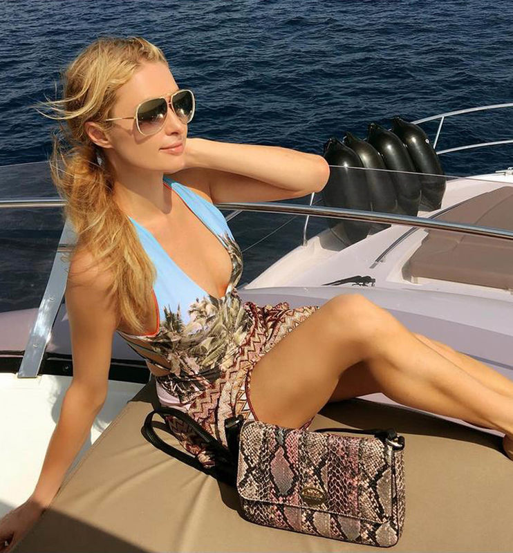 "23-2-2016 Paris Hilton writes ""Another beautiful day in #Paradise... #LuckyGirl ?? Pictured: Paris Hilton PLANET PHOTOS www.planetphotos.co.uk info@planetphotos.co.uk +44 (0)20 8883 1438"