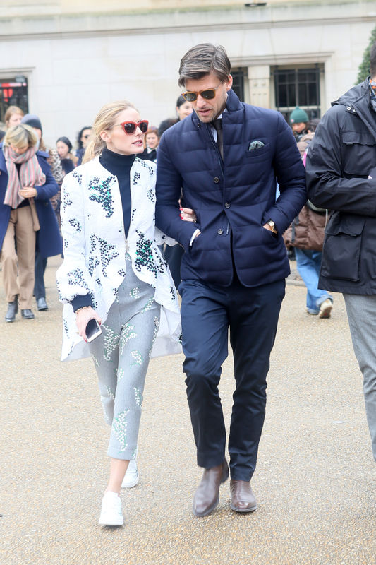 "Olivia Palermo et son mari Johannes Huebl - Sorties du défilé de mode prêt-à-porter ""Moncler Gamme Rouge"", collection automne-hiver 2016/2017, à Paris. Le 9 mars 2016 People leaving Moncler Gamme Rouge fashion show ready to wear F/W 2016/2017 in Paris. On march 9th 2016"