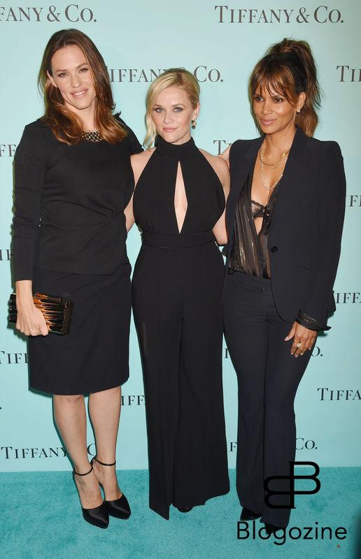 158275, Jennifer Garner, Reese Witherspoon, Halle Berry arrives at the Tiffany And Co. Celebrates Unveiling Of Renovated Beverly Hills Store at Tiffany & Co. Beverly Hills, California - Thursday October 13, 2016. © Joe Sutter, PacificCoastNews. Los Angeles Office (PCN): +1 310.822.0419 UK Office (Photoshot): +44 (0) 20 7421 6000 sales@pacificcoastnews.com FEE MUST BE AGREED PRIOR TO USAGE