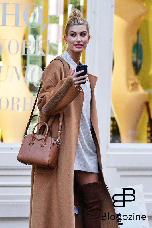 52212750 Model Hailey Baldwin enjoys some solo shopping in New York City, New York on October 24, 2016. Hailey recently opened up about her parents