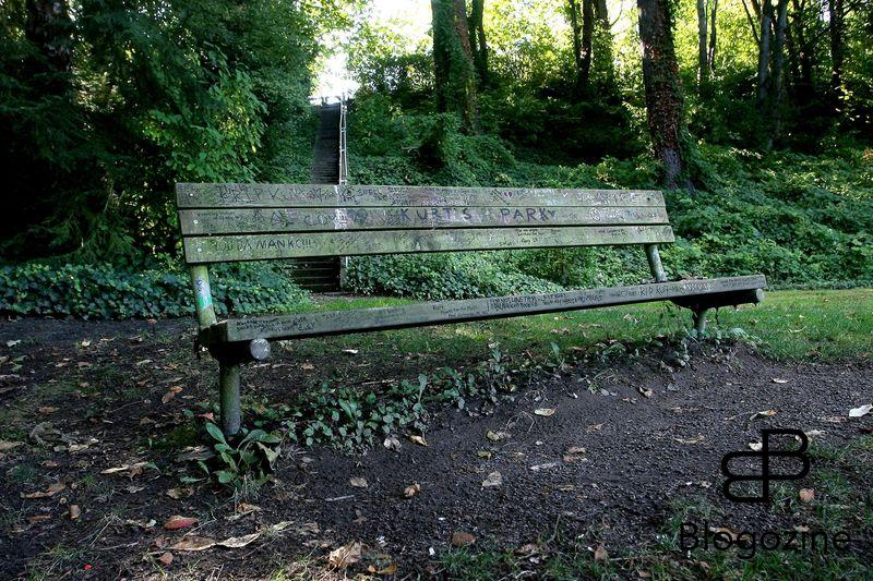 SEATTLE, WASHINGTON - September 7, 2007. This tribute bench in Viretta park on Lake Washington is dedicated to former Nirvana frontman Kurt Cobain. The house Coban shared with Courtney Love is next door to the park and it was at that house where Cobain took his own life with a gunushot to the head on April 8, 1994 Photograph: CelebrityHomePhotos Code: 4003/17493 COPYRIGHT STELLA PICTURES