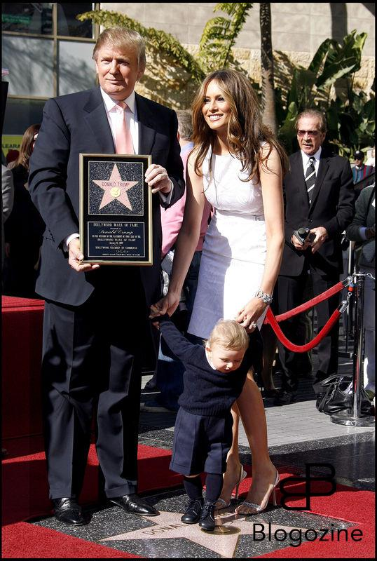 DONALD TRUMP, SA FEMME MELANIE TRUMP ET LEUR FILS BARRON WILLIAM TRUMP - DONALD TRUMP RECOIT SON ETOILE SUR WALK OF FAME A HOLLYWOOD DONALD TRUMP HONORED WITH A STAR ON THE HOLLYWOOD WALK OF FAME, IN FRONT OF THE KODAK THEATER, IN HOLLYWOOD. JANUARY 16, 2007.