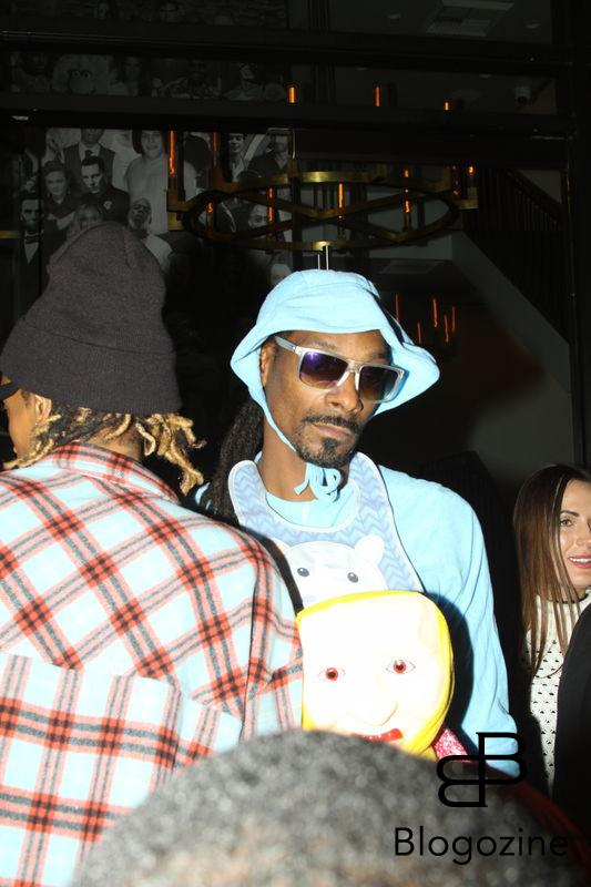 158914, Snoop Dogg arrives at Catch LA dressed in a bizarre mother/child Halloween outfit paired with Ugg boots. With him is a costume-less Wiz Khalifa. Los Angeles, California - Monday October 31 2016. Photograph: © TAO, PacificCoastNews. Los Angeles Office (PCN): +1 310.822.0419 UK Office (Photoshot): +44 (0) 20 7421 6000 sales@pacificcoastnews.com FEE MUST BE AGREED PRIOR TO USAGE